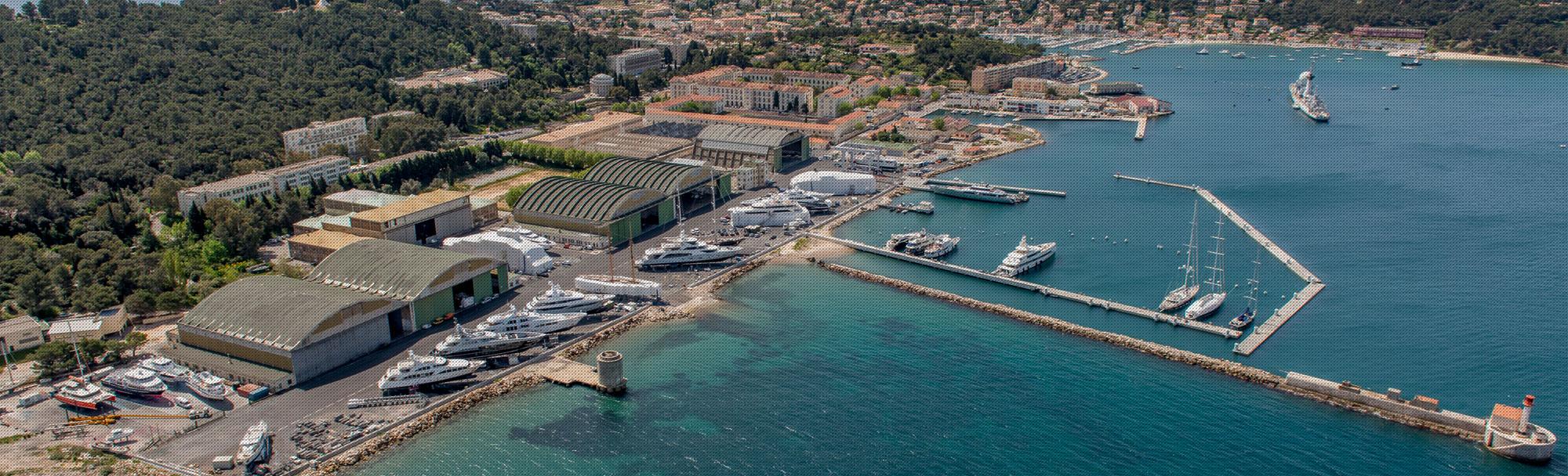 Un chantier naval avec une capacité de 100 bateaux sur 130000 m ² à Toulon